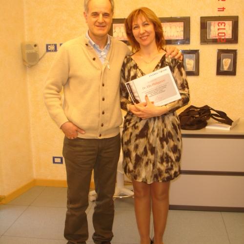 Филиппова Элла Геннадьевна после вручения сертификата с проф. Ванини. Стоматологическая клиника